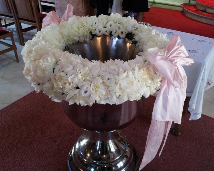 Στολισμός κολυμπήθρας με άσπρα τριαντάφυλλα by Studio7.