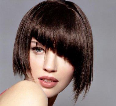 Ασύμμετρο καρέ μαλλί
