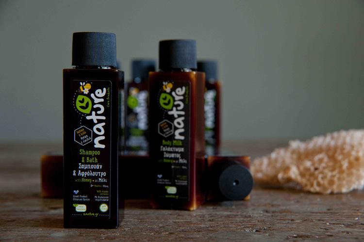 Χαρούμενα πλατσουρίσματα με ελληνικά φυσικά προϊόντα Νature Care Products -Nature_Care_Products_Honey_shampoo+shower_gel
