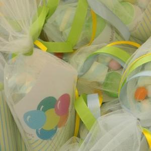 Χωνάκια με marshmallows και πολύχρωμα κουφέτα
