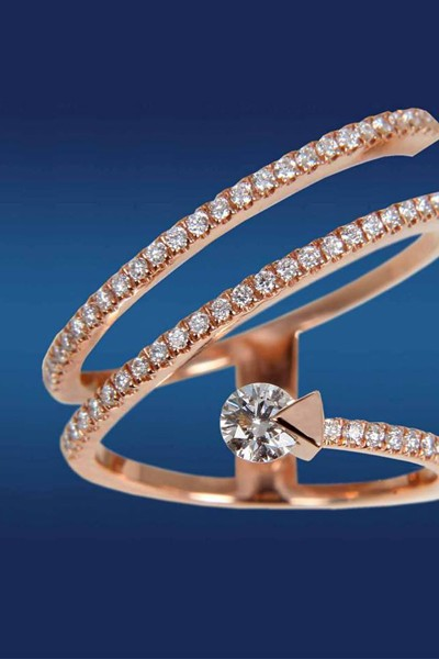 H Orοfasma παρουσιάζει τη σειρά κοσμημάτων Eternal Love Diamond, με κεντρικό διαμάντι που περιστρέφεται γύρω από τον άξονα της, Orofasma.