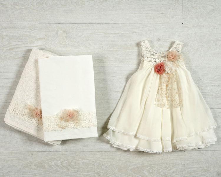 Το βαπτιστικό φόρεμα της Αριαδνης σε εντονο ρομαντικο συλ