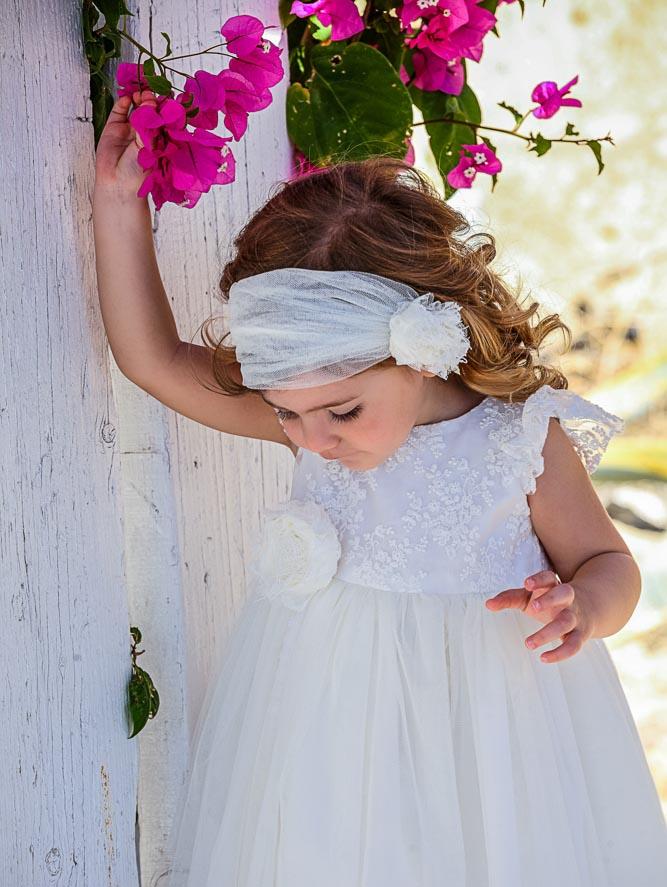 fcb661aaee7 'Ολα τα φορέματα βάπτισης είναι φτιαγμένα από υλικά όπως αγνό βαμβάκι, λινό  και μετάξι και πλαισιώνουν τις νέες προτάσεις στις βαπτίσεις της σεζόν ...